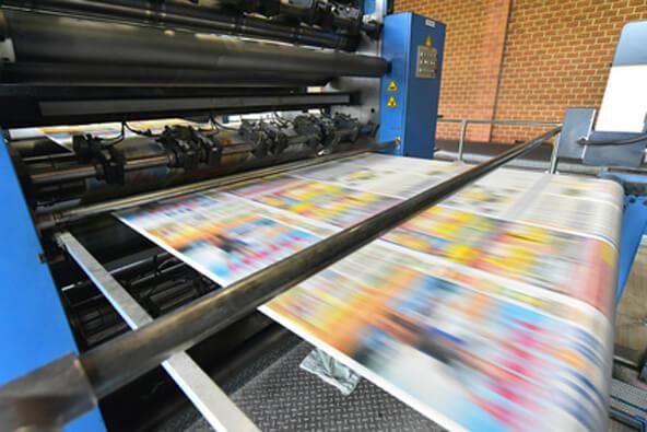 newspaper printing with a roller offset printing machine in a printing house // drucken einer Tageszeitung in einer Großdruckerei mit Rollen-Offset Maschine